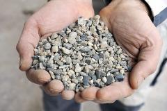Ostrý praný kačírek nejjemnější frakce kameniva neobsahuje žádný jíl nebo hlínu a je vhodný do betonu