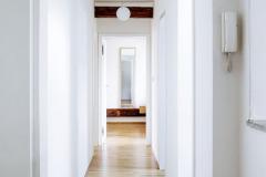 Chodba vpřízemní části domu si díky citlivému zachování segmentového oblouku podržela charakter domu zpočátku minulého století