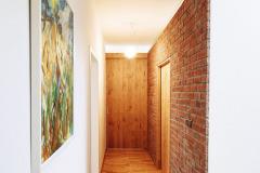 Investor kladl důraz navyužití kvalitních přírodních materiálů – masivního dřeva acihelných obkladů