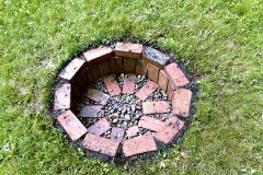 Díky značné teplotní odolnosti anehořlavosti můžeme staré cihly využít nastavbu bezpečného zahradního ohniště