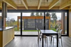 Foto zachycuje koncept vysunutí hmoty garáže z nitra domu ven k hranici pozemku