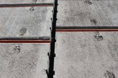 Pro betonáž spár se používá beton skamenivem o zrnitosti maximálně 4 mm, pevnostní třídy C16/20 – XC1, měkké konzistence S3. Zároveň se betonuje ztužující věnec (beton skamenivem o velikosti zrna 16 mm)