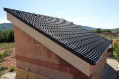 Dokončená střecha se skládanou krytinou